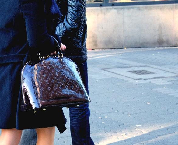 Handbag Louis Vuiton Alma Vernis