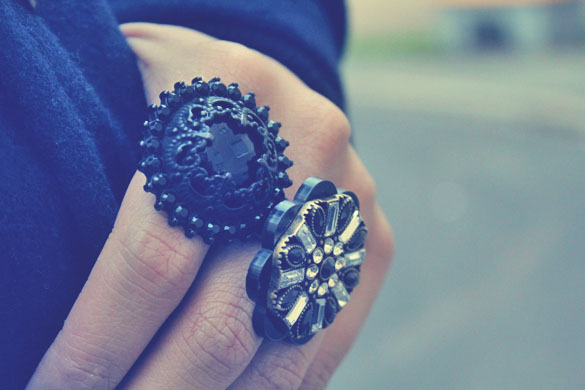 Black and Flower Ring