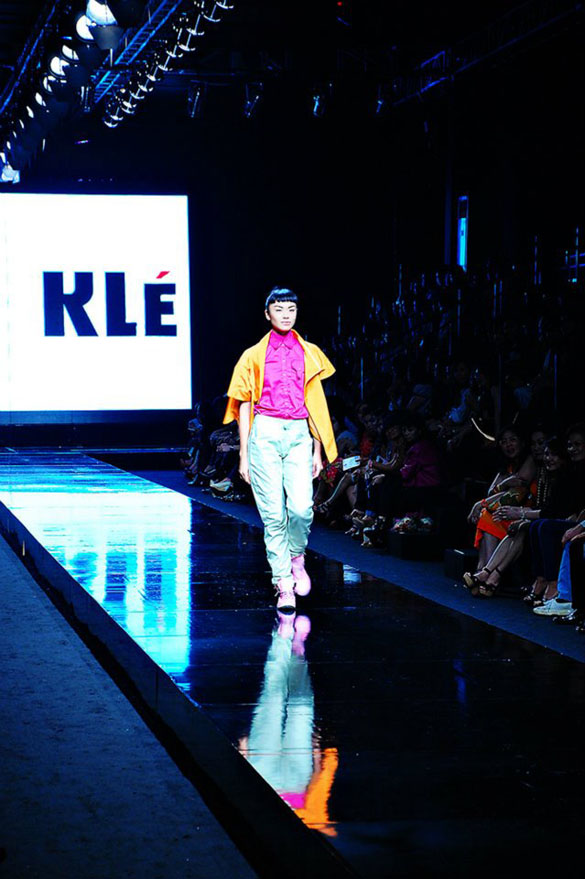 Kle the label beautiful pink shirt on the runway