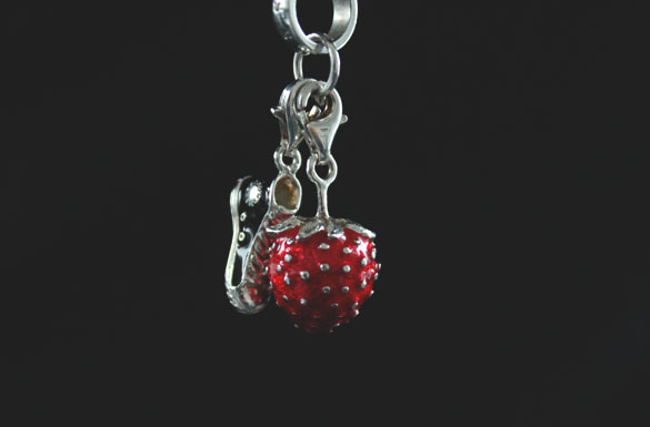 thomas sabo strawberry pendant