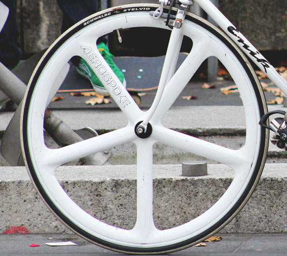 aerospoke singlespeed wheels in white