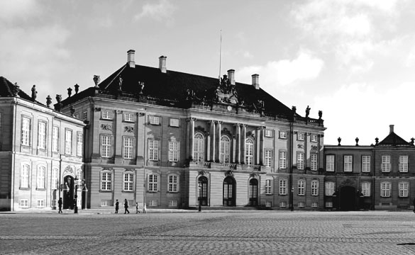 pictures of amalienborg in copenhagen