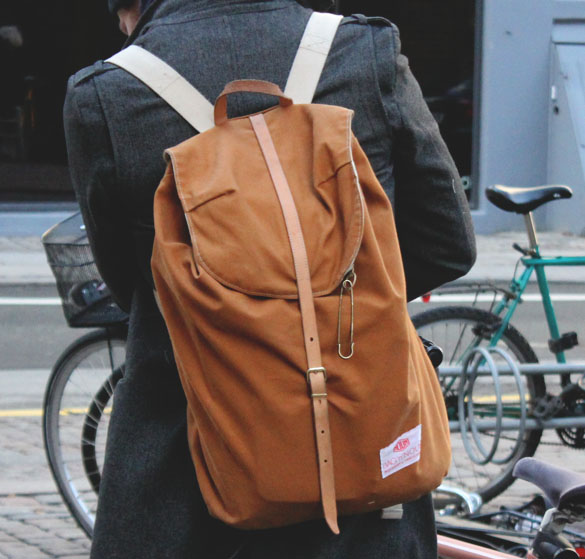 bag n noun backpack