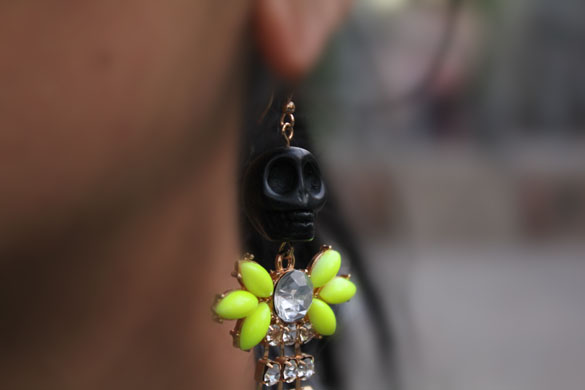 earring funny black skull